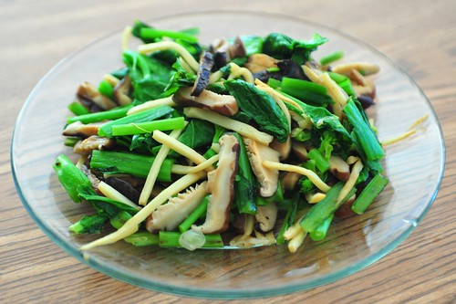 Mustard greens with bamboo shoots and shitake mushrooms