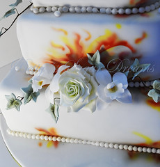 Flames (Bettys Sugar Dreams) Tags: cake germany deutschland fire flames hamburg airbrush torte kurs anleitung fondant flammen torten herstellung lebensmittelfarbe truefire motivtorte bettyssugardreams sugardreamsde bettinaschliephakeburchardt tortenkurs aibrushed