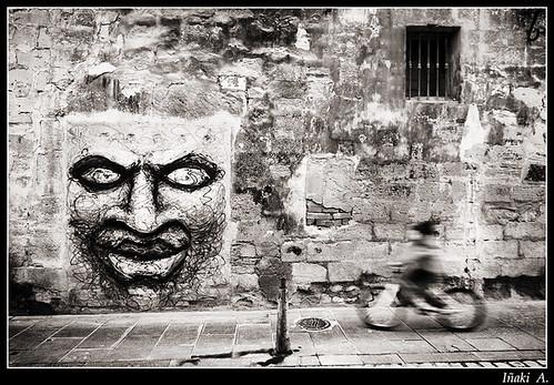 cara pared y bici