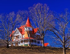 Red Tin Roof (Ken Yuel) Tags: farmhouse canon blueridgemountains turrets tinroof farmstead 50d ruralvirginia saintbridge redtinroof roanokearea digitalagent natureswarehouse kenyuel