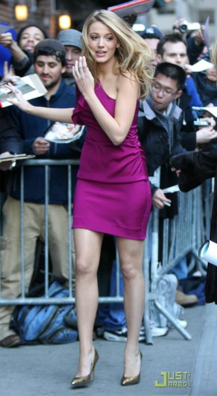blake-lively-loves-late-night-05
