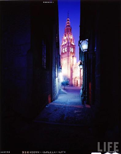 Exterior de la Catedral de Toledo en 1963. Fotografía de Dmitri Kessel. Revista Life.