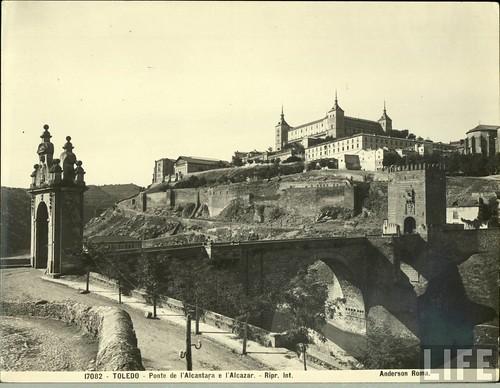 Puente de Alcántara (Toledo) a principios del siglo XX. Archivo de la Revista Life