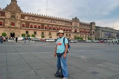 Yo frente al Palacio de Gobierno Mexicano (Martintoy) Tags: mexico mesoamerica nikon df nikkor distritofederal nikoncapture d80 nx2