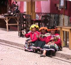 Peru - Pisac - Die Drei wittern ein Geschft (roba66) Tags: peru women inka pisac urubamba indigena sdamerika kartpostal indiofrauen perurundumcusco campesinofrauen