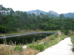 Le bassin de décantation sous la prise d'eau de l'Osu