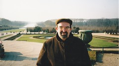 Versailles, février 2003. (Only Tradition) Tags: bear gay france cords fat bears frança chub belly versailles frankrijk 78 francia corduroy parc francie chubs frankrig pana bellies orsi frankrike fransa osos yvelines 法国 kadife velours vellut velluto franza ranska 凡尔赛宫 versalhes franciaország vellutoacoste париж francuska pháp francúzsko francija франция prantsusmaa franţa версаль versaglia prancūzija γαλλία παρίσι француска velourscôtelé cordsamt mibébi farantsa