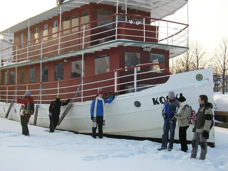 Barco encallado en el hielo