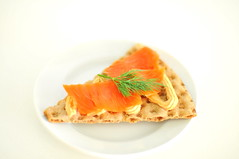 rye crispbread knäckebröd, salmon paste, smoked salmon and dill