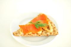 rye crispbread knäckebröd, salmon paste, smoked salmon and dill