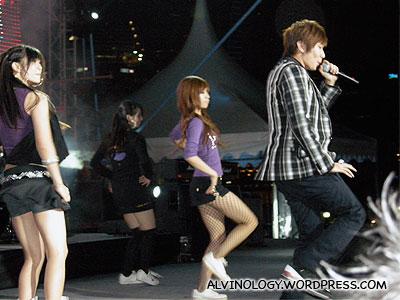 JJ Lin dancing