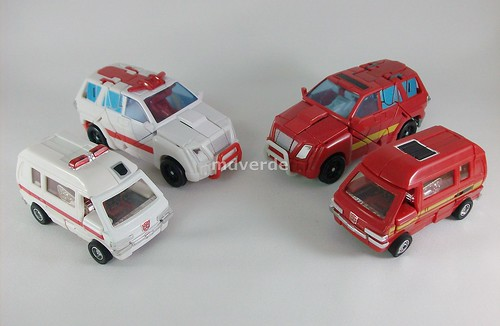 Transformers Ratchet Classic Henkei vs Ironhide vs G1 - modo alterno