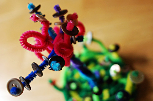 pipe cleaner button sculpture!