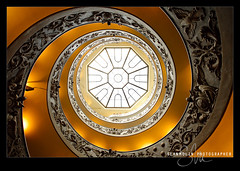 Vatican Spiral Up (Sean Molin Photography) Tags: city vatican rome roma beautiful stairs spiral soldier european roman geometry stairway staircase symetry epic vaticanmuseum doublehelix spiralstaircase gladiator stpetersbasilica 14mm windangle vacationeuropeitalyrome2009marchvacationitalli vacationeuropeitalyrome2009marchvacationitallian seanmolin wwwseanmolincom