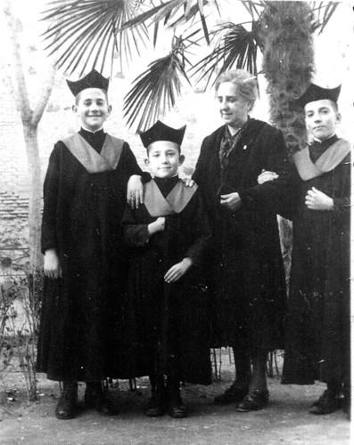 Manuel Anaya (actualmente cantor de la catedral y canónigo honorario) a principios de siglo en el Colegio de Infantes