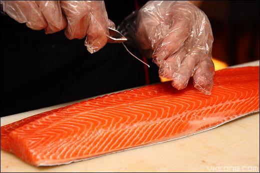 remove-salmon-bone