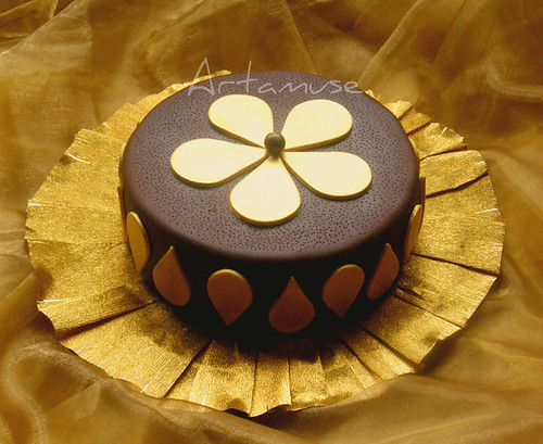 Gold flower chocolate cake