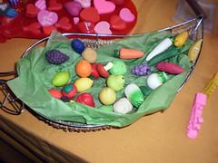 frutas cesta (gomas de borrar) Tags: hello food cute animal toy eraser goma kitty mini sanrio collection kawaii exibition erasers borracha coleccion gomas basauri borrar radiergummi  gommes iwako
