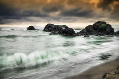 """ Waves "" (Alfredo11) Tags: sunset sea sky naturaleza seascape texture textura beach nature water clouds effects atardecer mar sand agua nikon costarica rocks waves oleaje playa paisaje arena cielo nubes alfredo olas rocas efectos olage nikond300"