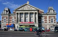 Concert gebouw by drooderfiets