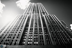 Empire State Building (Jrg Dickmann) Tags: city nyc newyorkcity urban bw sunlight ny newyork building topf25 architecture skyscraper blackwhite unitedstates manhattan explore esb sw empirestatebuilding empirestate canon5d 24mm canon2470 flickrunitedwinner