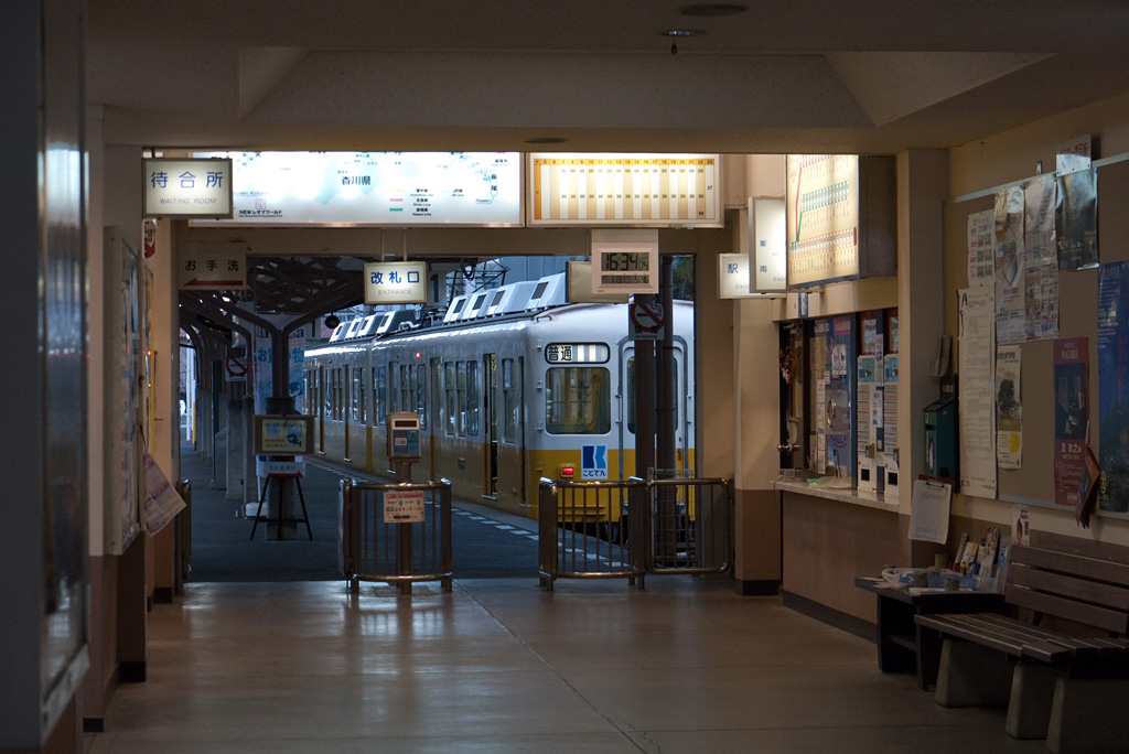 Kotoden-Kotohira Station in dusk