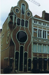 Interesting and unusual house design (wonky knee) Tags: house holland brick netherlands architecture modern curvy unusual quirky unusualdesign