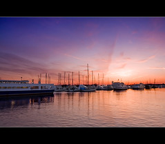 Sunset at Liberty Harbor Marina (DP|Photography) Tags: sunset jerseycity piers boardwalk sailboats exchangeplace lowermanhattan boardwalks sigma1020mm downtownmanhattan beautifulskies newyorkdowntown debashispradhan dpphotography libertyharbormarina libertyharbour sunsetonboardwalks dp|photography