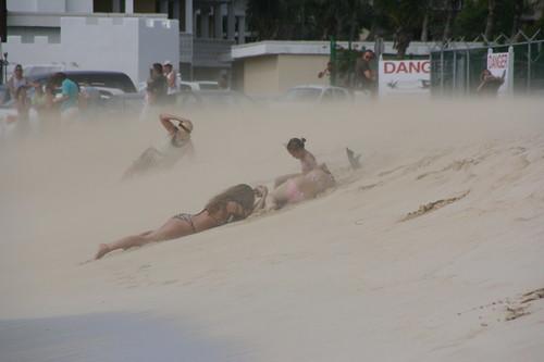 Maho beach: Sandblasted by an Airbus 300 (2/2)