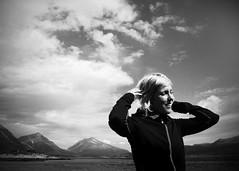 Lisa (Krisse74) Tags: sky woman sun mountain norway blackwhite brightlight lofoten powmerantusenord