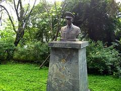 不知名的銅像