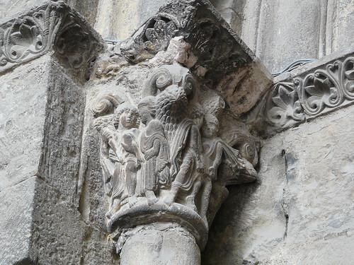 Capitel puerta principal (1)