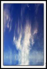 FELIZ SEMANA A TODOS (Happy week to all) (Charly JPG (Carlos Jos Prez)) Tags: blue sky espaa white blanco azul clouds spain ciel cielo nubes blanche espagne cartagena canoneos bianco nube spagna azur clous canoneos40d charlyjpg