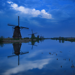 Kinderdijk Blue Hour (Philipp Klinger Photography) Tags: blue light sunset shadow sky cloud holland reflection mill water netherlands windmill night landscape canal rotterdam nikon europe long exposure south nederland bluehour nl polder philipp paysbas soe kinderdijk molens zuidholland ridderkerk klinger moulins alblasserdam nieuwlekkerland mywinners superaplus aplusphoto d700 infinestyle platinumheartaward dcdead vanagram superstarthebest