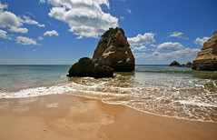 Praia da Rocha, Algarve, Portugal (s0ulsurfing) Tags: light shadow sea sky cloud sunlight seascape color colour reflection tourism beach portugal water weather rock clouds contrast reflections golden bay coast interesting sand rocks paradise skies shadows wind vibrant wide shoreline fluffy wideangle tourist fresh stack explore wash coastal shore foam cumulus april coastline algarve humilis 2009 nube bold foreground stacks meteorology nephology praiadarocha 10mm wavelet portimao sigma1020 s0ulsurfing westernalgarve cumulushumilis aplusphoto vertorama vosplusbellesphotos