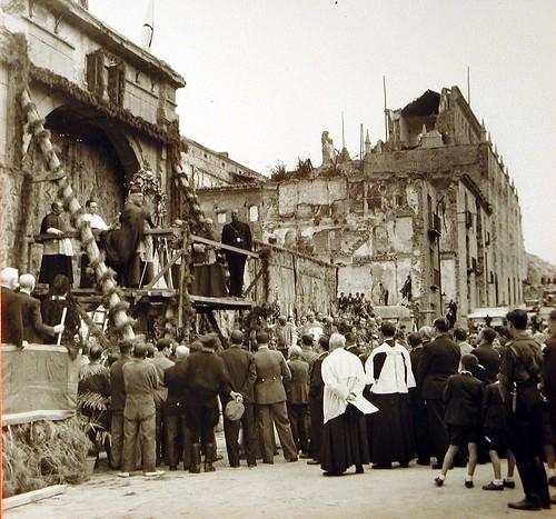 Procesión de la Virgen del Sagrario en una destruida Plaza de Zocodover (Toledo) tras el final del Asedio al Alcázar
