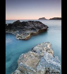 mirando al peñón de ifach (iromanfotografia (Iñaki Román)) Tags: españa de atardecer mar mediterraneo olympus alicante e3 zuiko comunidad valenciana rocas moraira ifach peñon 1260 abigfave iroman25