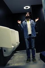 Heiliger Emmanuele der Pissoirs (Emmanuele Contini) Tags: self toilette pissoir heiliger emmanuele flughafenwien contnibb aeroportodivienna menomalechenonpassatonessuno santit
