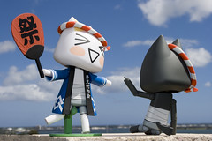 Summertime Blues (katsuboy) Tags: cats white black japan toys japanese fan funny neko figures kuro toro dokodemoissyo kaiyodo kuroneko summerfestival natsumatsuri dokodemoissho hapicoat revoltech jfigure