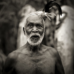 Old bearded man, Small Nambas tribe in Malekula, Vanuatu (Eric Lafforgue) Tags: man drums dance chief small feather danse tribal namba tribe plume ethnology ebridi newhebrides ethnologie 10513 nambas  wanuatuneue hebridennew hebridesnieuwe hebridennouvelleshbridesnuevas hbridasnuove