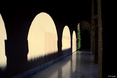 Sombras de un palacio (A..L..H) Tags: zaragoza sombras palacio solysombra aljafera palaciodelaaljaferalambn