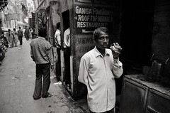 (rui lebreiro) Tags: street urban blackandwhite bw india white black blackwhite tea varanasi urinate nocolornolie