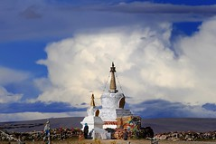 Nam Tso Stupa (reurinkjan) Tags: nature clouds pagoda stupa buddhist tibet chorten namtso 2008 prostrating changtang namtsochukmo nyenchentanglha tibetanlandscape tengrinor janreurink damshungcounty damgzung