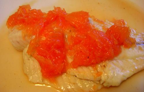 Морской окунь с грейпфрутовым соусом