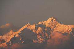 Himalaya dans la lumire du soir (teocaramel) Tags: nepal montagne lumire neige himalaya paysage soir soe nepali npal sommet naturesfinest chane abigfave shieldofexcellence citrit betterthangood