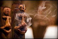 Incienso // Incense (davic) Tags: wood david madera smoke sony medieval alamo tamron 90mm humo incense mercadillo tamron90mm cornejo davic incienso figura a700 tamronspaf90mmf28dimacro mercadillomedieval ellamo davidcornejo