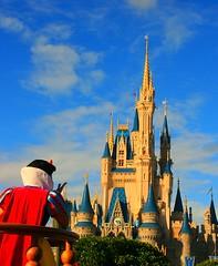 Snow White Blows Kisses (abelle2) Tags: castle disney wdw waltdisneyworld snowwhite magickingdom