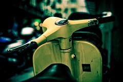 Yellow (Gabriel Asper) Tags: street gabriel de landscape switzerland la photo suisse geneva geneve photos g picture paysage rue pict genève dans ambiance genf asper suiss gasper gabiche gabicheminimal