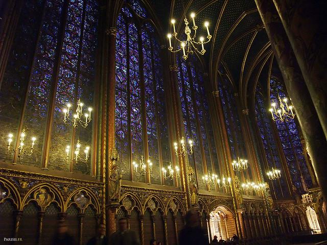 Les fameux vitraux de la chapelle haute