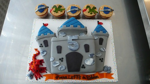 Castle/Knight Cake by CAKE Amsterdam - Cakes by ZOBOT